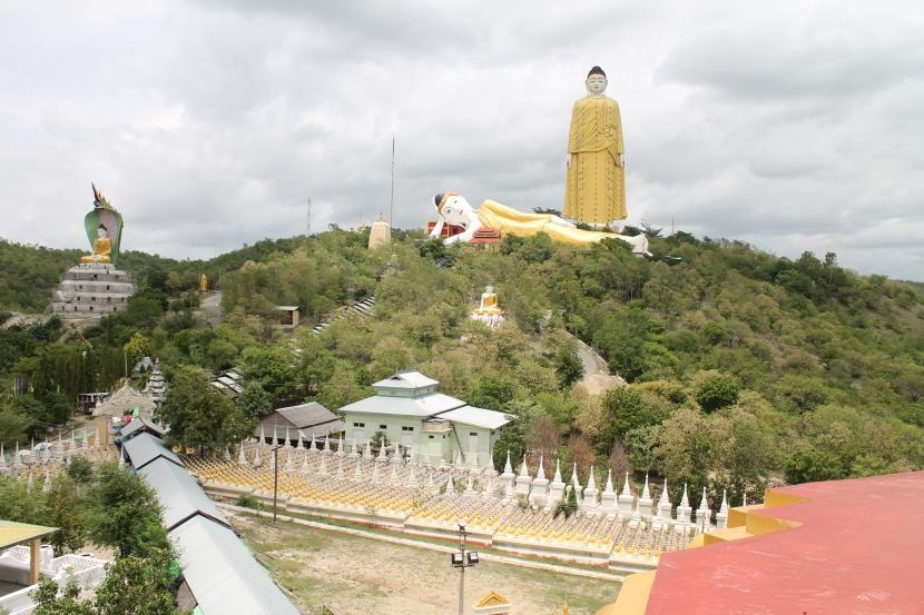 Myanmar | Monywa: a Buddhist themepark?
